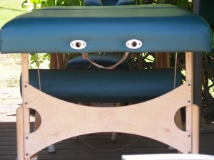 massage-table-smiley